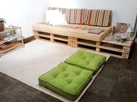 sala-com-sofa-mesa-auxiliar-pallet