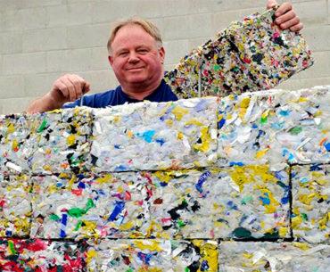 Tijolo é produzido a partir de plásticos retirados dos oceanos