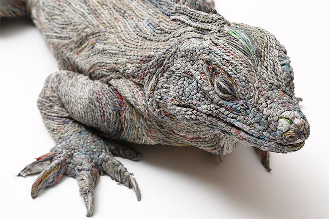 escultura-jornal-animais