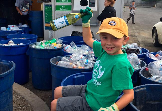 Nino-7-tiene-su-propia-empresa-de-reciclaje