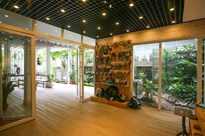 casa-abandonada-vira-escritorio-verde-11