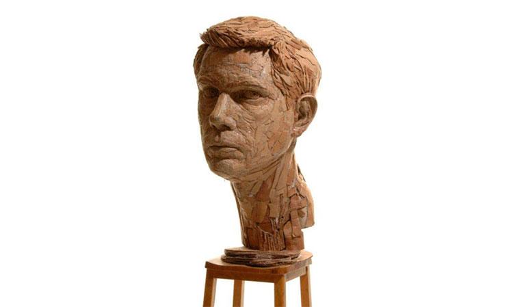 artista-transforma-papelao-em-esculturas-humanas-realistas-01