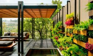 Casa convida a natureza para entrar nos ambientes
