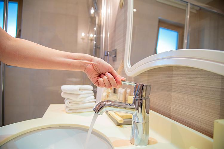 economizar água no banheiro