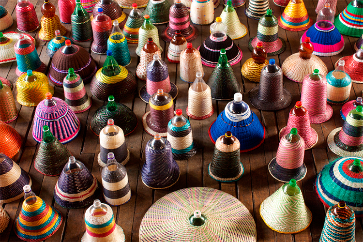 Luminária é produzida com garrafas PET