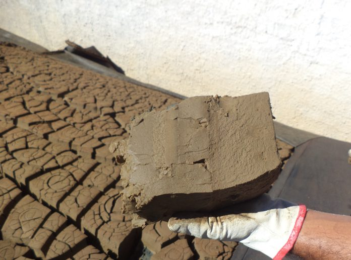 Empresa brasileira transforma lodo em tijolo