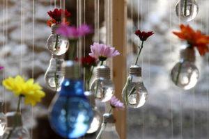Lâmpadas queimadas viram objetos de decoração
